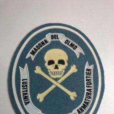 Militaria: PARCHE FIELTRO Y VINILO MADONA DEL OLMO TESSERA OMNI ARMATURAFOSTIER LUSOTANIA AÑOS 80. Lote 227980777