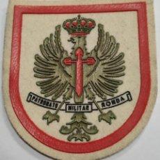Militaria: PARCHE EMBLEMA DE BRAZO A COLOR DEL PATRONATO MILITAR DE RONDA. Lote 258594125
