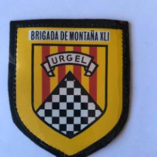 Militaria: ESCUDO DE BRAZO, BRIGADA DE MONTAÑA URGEL XLI.. Lote 261693645