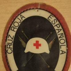 Militaria: PARCHE PECHO CRUZ ROJA ESPAÑOLA VOLUNTARIOS OVALADO DE FIELTRO Y PLÁSTICO. Lote 277034953