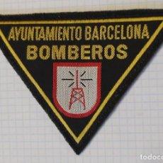 Militaria: DISTINTIVO EN TELA DE BOMBEROS DE BARCELONA, ESPECIALIDAD. Lote 278704648