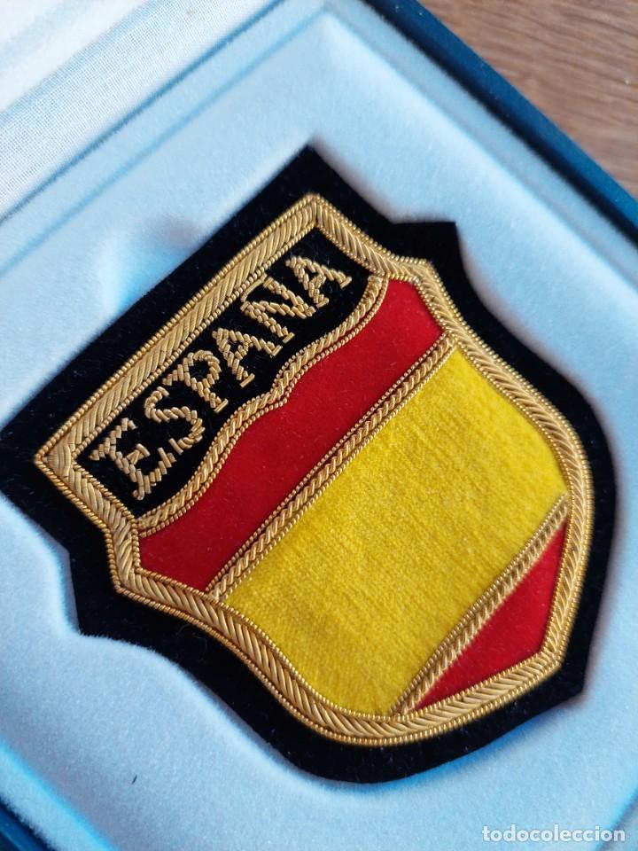 Militaria: EXCEPCIONAL PARCHE DIVISIONARIO BORDADO Y NUMERADO EN SU ESTUCHE. DIVISION AZUL. - Foto 3 - 283270188