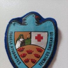 Militaria: CRUZ ROJA. ANTIGUO PARCHE DE LA ESCUELA DE AYUDANTES TECNICO SANITARIOS DE MURCIA.. Lote 295746413