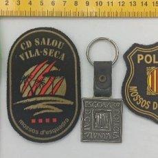 Militaria: LOTE 2 PARCHES POLICIA MOSSOS SALOU VILA SECA + 1 LLAVERO ESCOLA ENVIO CERTIFICADO GRATUITO. Lote 296782953