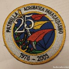 Militaria: PARCHE EMBLEMA BORDADO PATRULLA ACROBÁTICA PARACAIDISMO 1978-2003. Lote 296891918