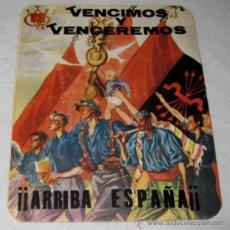 Militaria: ANTIGUA PEGATINA DE LA FALANGE QUE DICE VENCIMOS Y VENCEREMOS ¡¡ ARRIBA ESPAÑA!! MEDIDAS 12 X 10 CMT. Lote 29064626