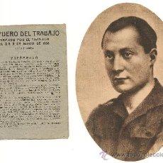 Militaria: LIBRITO DEL FUERO DEL TRABAJO FIRMADO POR FRANCO EL 9/3/1938+RECORTE DE PERIÓDICO DE JOSÉ ANTONIO. Lote 38310414