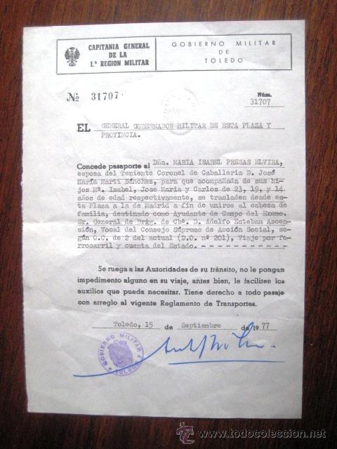 PASAPORTE DESPLAZAMIENTO PARA LA FAMILIA DE UN TENIENTE CORONEL. 1977. . (Militar - Propaganda y Documentos)