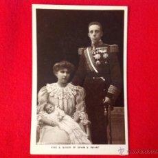 Militaria: FOTO POSTAL DEL REY ALFONSO XIII CON SU FAMILIA, KING & QUEEN OF SPAIN & INFANT.. Lote 49927214