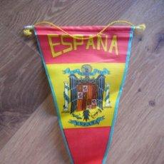 Militaria: BANDERIN CON BANDERA DE ESPAÑA Y ESCUDO DE AGUILA DE SAN JUAN. EPOCA DE FRANCO. ORIGINAL 100%.. Lote 58618994