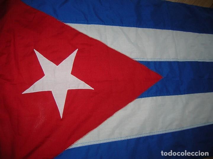 Militaria: ESPECTACULAR BANDERA DE CUBA. ORIGINAL 100% CUBANA. ESTRELLA, TRIÁNGULO Y BARRAS BORDADAS EN TELA. - Foto 2 - 68573213
