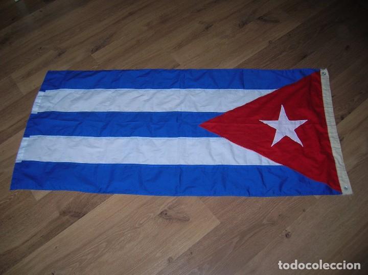Militaria: ESPECTACULAR BANDERA DE CUBA. ORIGINAL 100% CUBANA. ESTRELLA, TRIÁNGULO Y BARRAS BORDADAS EN TELA. - Foto 4 - 68573213