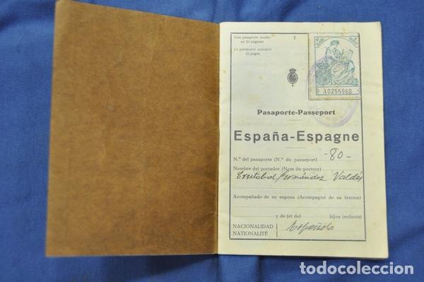 Militaria: Pasaporte del Teniente Coronel Cristóbal Fernández Valdés, juez instructor en Barcelona,. 1929. - Foto 2 - 74713623