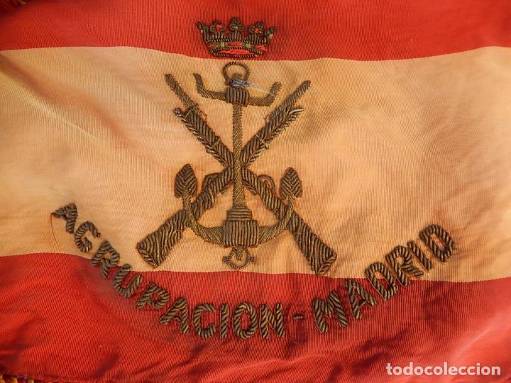 MARINA DE GUERRA. BANDERA SOBREMESA. INFANTERÍA DE MARINA. AGRUPACIÓN MADRID. DE LOS AÑOS 1968-1975. (Militar - Propaganda y Documentos)