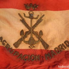 Militaria: MARINA DE GUERRA. BANDERA SOBREMESA. INFANTERÍA DE MARINA. AGRUPACIÓN MADRID. DE LOS AÑOS 1968-1975.. Lote 83646360