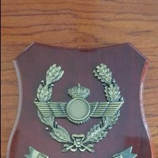 Militaria: METOPA DEL EJÉRCITO DEL AIRE. MADERA OSCURA. Lote 96733471