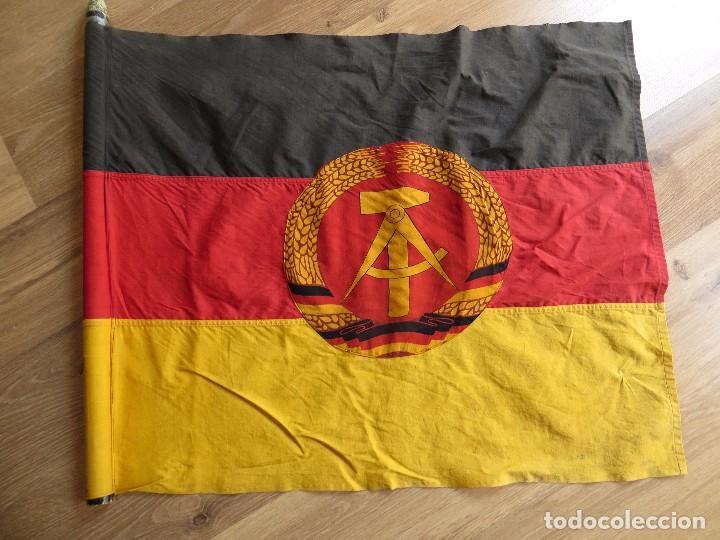 Militaria: MUY ANTIGUA BANDERA DE LA REPUBLICA DEMOCRATICA ALEMANA. DDR. FRANJAS BORDADAS. - Foto 2 - 98689419