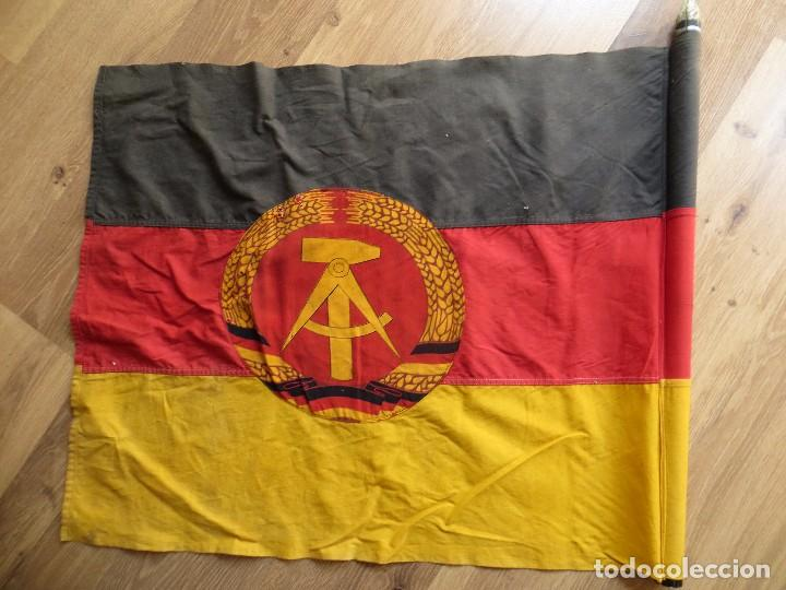 Militaria: MUY ANTIGUA BANDERA DE LA REPUBLICA DEMOCRATICA ALEMANA. DDR. FRANJAS BORDADAS. - Foto 3 - 98689419