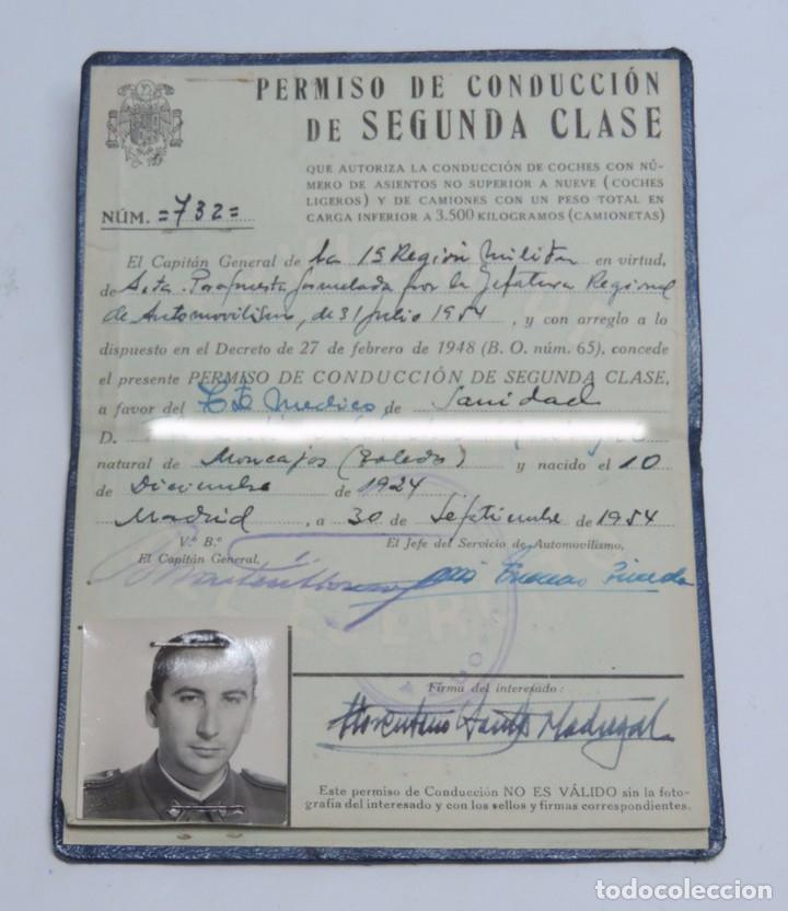 CARNET DEL SERVICIO DE AUTOMOVILISMO DEL EJÉRCITO. AÑO 1954. ES DE UN TENIENTE MEDICO. SANIDAD. (Militar - Propaganda y Documentos)