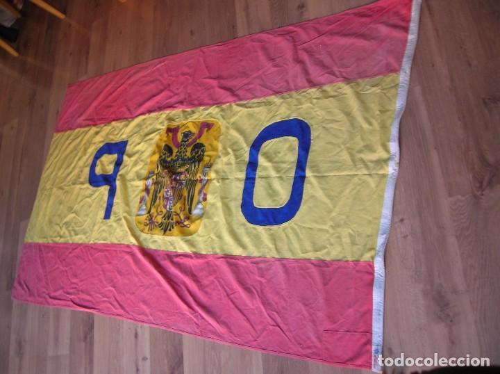 Militaria: MUY RARA BANDERA DE ESPAÑA DE GRAN TAMAÑO. LETRAS Y REFUERZOS BORDADOS. MARCAJES. EPOCA DE FRANCO. - Foto 12 - 100280831