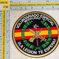 Militaria: PEGATINA MILITAR LEGIONARIA. VOLUNTARIADO ESPECIAL MODALIDAD A. LA LEGIÓN TE ESPERA. Lote 107096268