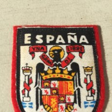Militaria: ANTIGUO EMBLEMA DE TELA O PARCHE ESCUDO O BANDERA ESPAÑOLA FRANQUISTA,FRANCO,FALANGE.COLECCIONISMO. Lote 110991835