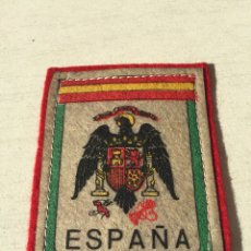 Militaria: ANTIGUO EMBLEMA DE TELA O PARCHE ESCUDO O BANDERA ESPAÑOLA FRANQUISTA,FRANCO,FALANGE.COLECCIONISMO. Lote 110992339