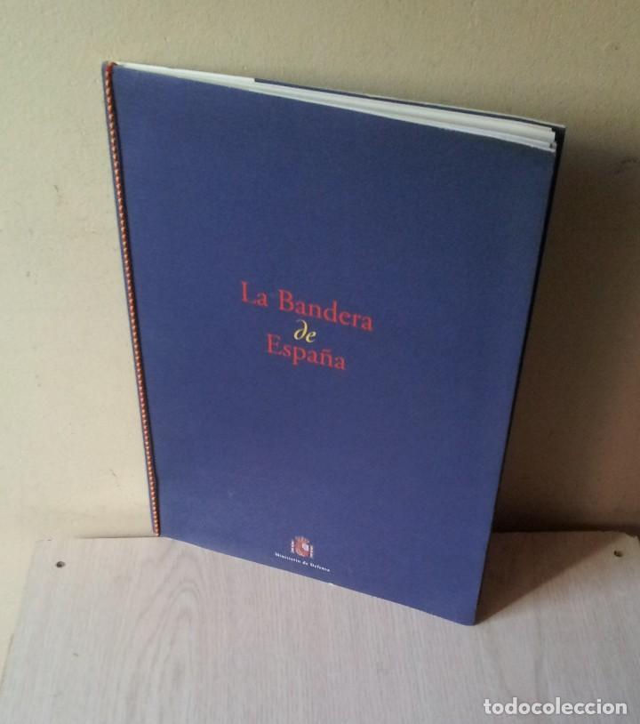 LA BANDERA DE ESPAÑA. FACSIMIL DE LA COPIA ORIGINAL DE 1785 + LAMINA HISTORIA Y EVOLUCIÓN (Militar - Propaganda y Documentos)