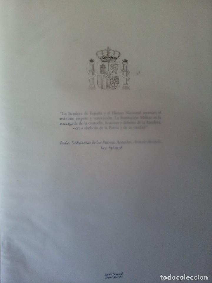 Militaria: LA BANDERA DE ESPAÑA. FACSIMIL DE LA COPIA ORIGINAL DE 1785 + LAMINA HISTORIA Y EVOLUCIÓN - Foto 2 - 116433795