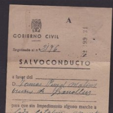 Militaria: DOCUMENTO SALVOCONDUCTO AÑO 1945 . Lote 117929379