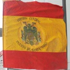 Militaria: BANDERA DE ESPAÑA. PRISION CENTRAL PUERTO DE SANTA MARIA. 24 SEPTIEMBRE 1953. ORIGINAL. 130CM. VER. Lote 121973179