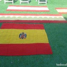 Militaria: 4 BANDERAS ESPAÑOLAS DE BALCON, ORIGINAL, GUERRA CIVIL Y POSGUERRA , UNA CON EL ESCUDO . Lote 125147659
