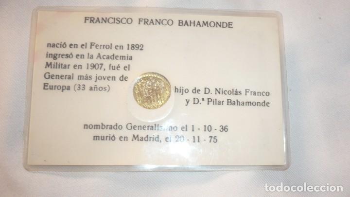 Militaria: Foto de Francisco Franco plastificado y moneda de 1 peseta año 1966 - Foto 2 - 135412126