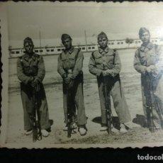 Militaria: FOTO DE 4 SOLDADOS CON MAUSER AÑOS40. Lote 137237990