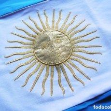 Militaria: GRAN BANDERA BORDADA DE ARGENTINA. ORIGINAL 100%. MARCAJE DE FABRICACIÓN ARGENTINO.. Lote 139010758