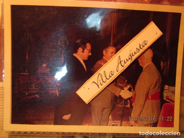 FOTO ANTIGUA OFICIAL CONDECORADO SALUDA AL GENERAL FRANCO RECEPCION A MILITAR ULTIMA ETAPA DE VIDA (Militar - Propaganda y Documentos)