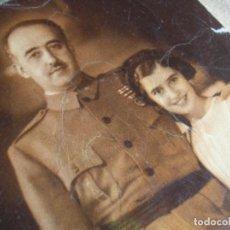 Militaria: PRECIOSA POSTAL DE EL CAUDILLO GENERALISIMO FRANCO CON SU HIJA CARMEN. FECHADA EN 1949.. Lote 139942498