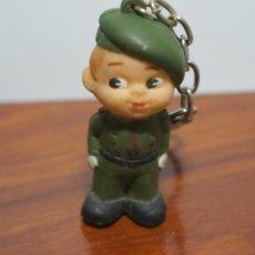 Militaria: SIMPATICO LLAVERO PARACAIDISTA DE GOMA. Lote 144096778
