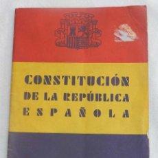Militaria: CONSTITUCIÓN DE LA REPÚBLICA ESPAÑOLA 1931, TIENE 32 PAG. MIDE 17,5 X 11,5 CM.. Lote 147130070