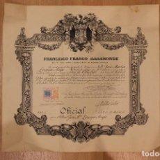 Militaria: FRANCISCO FRANCO BAHAMONDE CONCEDE LA CRUZ DE OFICIAL, FIRMA DE FRANCO TAMPONADA 49X45.50 CM. Lote 148014454