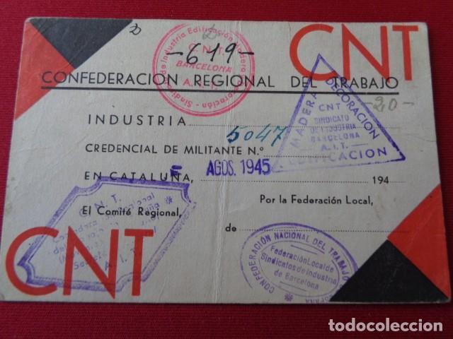 CNT. CREDENCIAL MILITANTE. INDUSTRIA CATALUÑA. 1945. CON TAMPONES Y VIÑETA CUOTA CONFEDERAL (Militar - Propaganda y Documentos)