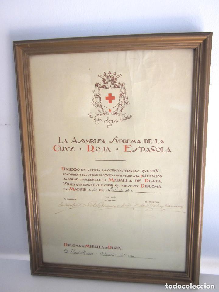 DIPLOMA MEDALLA PLATA ASAMBLEA SUPREMA CRUZ ROJA ESPAÑOLA 24 ABRIL 1941 ENMARCADO CON CRISTAL (Militar - Propaganda y Documentos)