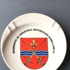 Militaria: MILITAR. ANTIGUO CENICERO DE CERÁMICA - REGIMIENTO DE INFANTERÍA MOTORIZADO GARELLANO 45. Lote 171110124