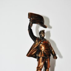 Militaria: FIGURA MONUMENTAL SOVIÉTICA. TRABAJADOR REVOLUCIONARIO .METAL.URSS.. Lote 172181247