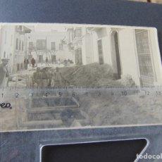 Militaria: LOTE 39 FOTOS DE OBRA EN CALLES DE SANLUCAR DE BARRAMEDA COLECTOR A LA PLAYA CADIZ. Lote 172625830