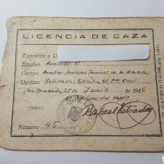 Militaria: LICENCIA DE CAZA. AÑO 1946. CON SELLO DE LA DIRECCIÓN GENERAL DE DEPARTAMENTO MARÍTIMO DE CADIZ. Lote 177584564