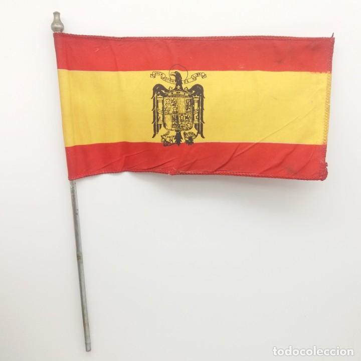 Militaria: Bandera española con el Águila imperial de Franco. Banderín de sobremesa con Águila de San Juan. - Foto 2 - 180247733