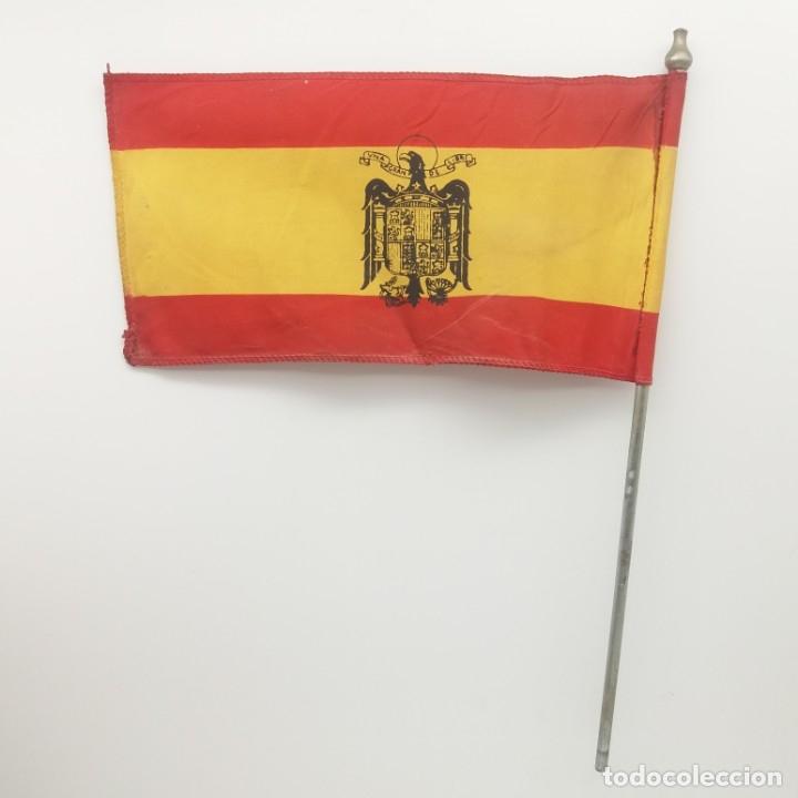Militaria: Bandera española con el Águila imperial de Franco. Banderín de sobremesa con Águila de San Juan. - Foto 3 - 180247733