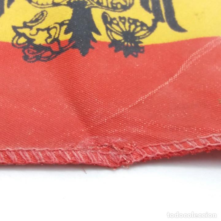 Militaria: Bandera española con el Águila imperial de Franco. Banderín de sobremesa con Águila de San Juan. - Foto 4 - 180247733