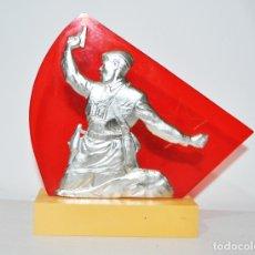 Militaria: FIGURA MONUMENTAL SOVIÉTICA.DELANTE HASTA VICTORIA .URSS.. Lote 182895970